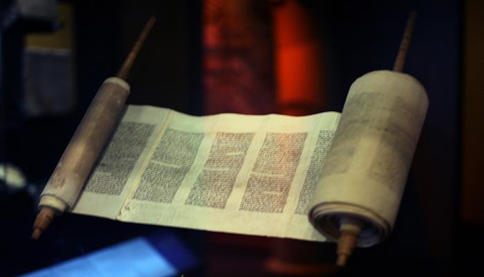 La Torah (El pentateuco)